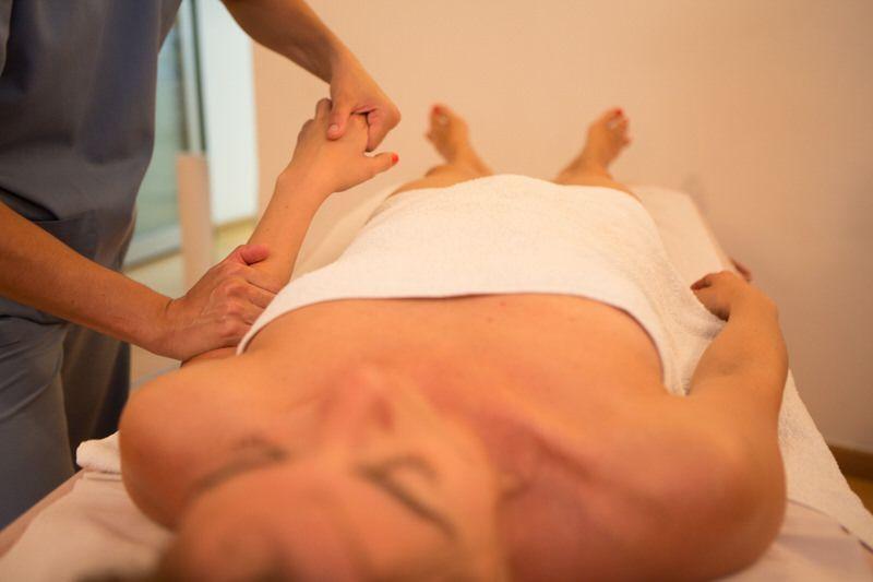 Drenaje-linfatico-manual-Clinica-Nura-Fisioterapia-Sevilla-1