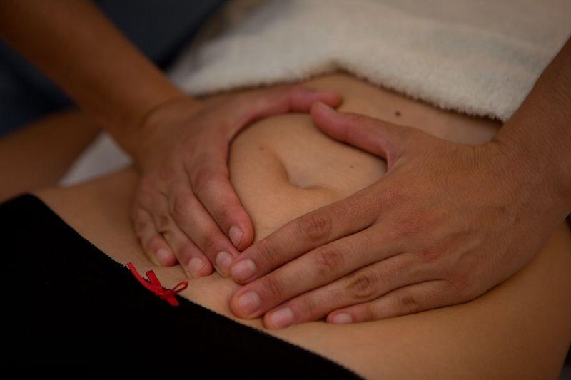 Tratamiento-visceral-Clinica-Nura-Fisioterapia-Sevilla-2-1